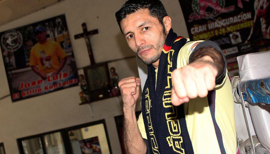 JHONNY GONZÁLEZ PODRÍA SUBIR AL RING CON GUANTES AMARILLOS Y PLAYERA  ÁGUILA