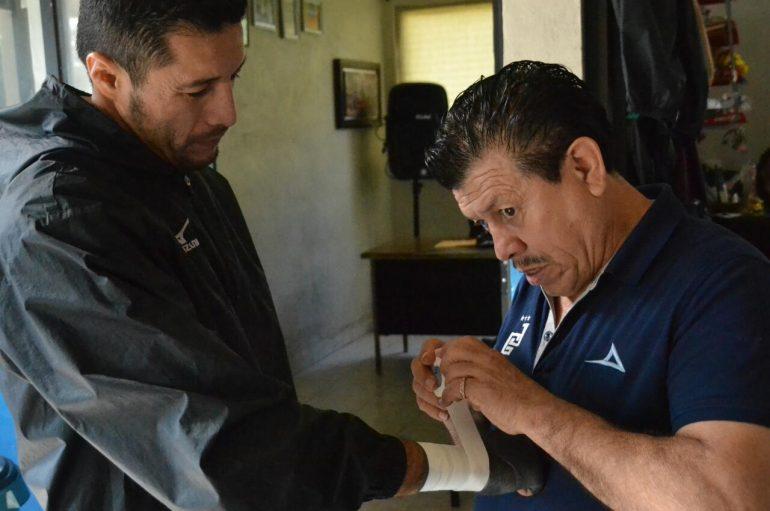 """JHONNY GONZÁLEZ: """"EL QUE VA A TERMINAR NOQUEADO ES EL 'GUSANO' ROJAS"""""""