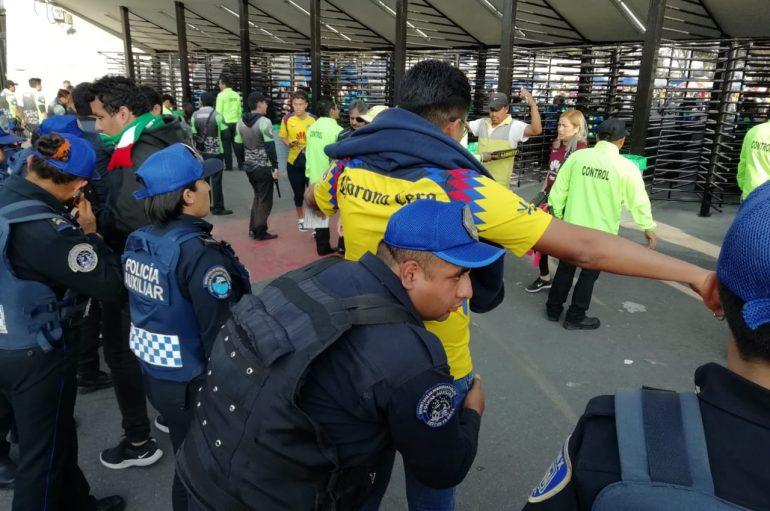 SSP CAPITALINA RECUPERÓ 17 BOLETOS Y DETUVO A 14 PERSONAS DURANTE EL OPERATIVO ESTADIO SEGURO EN EL