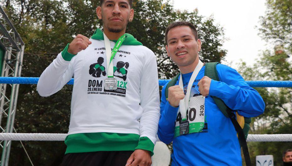 Juárez y Aguilar en la VI Carrera de Campeones WBC.