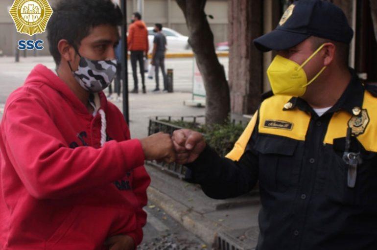 POLICÍA EJEMPLAR DEVUELVE UNA MALETÍN CON 30 MIL PESOS: S S C