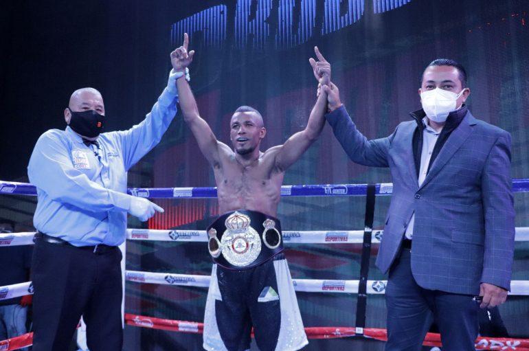 """""""General"""" Sanmartín se proclama Campeón Fedecentro pluma WBA."""